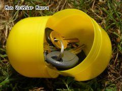 Etanche et flottant sans doute quelques temps, l oeuf Kinder protége-clés!