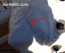kayak Roadsign dangereux: la fleche rouge montre l emplacement de la breche